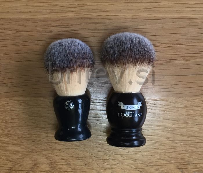 Grooming Co fibre brush vs PLisson @ www.britev.si.jpg